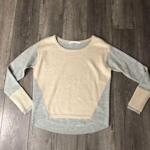 Athleta grey & tan sunset sweater with thumb holes